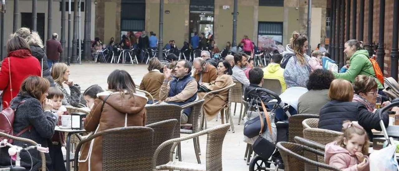 La hostelería plantea al Gobierno empezar a abrir terrazas a partir del 10 de mayo