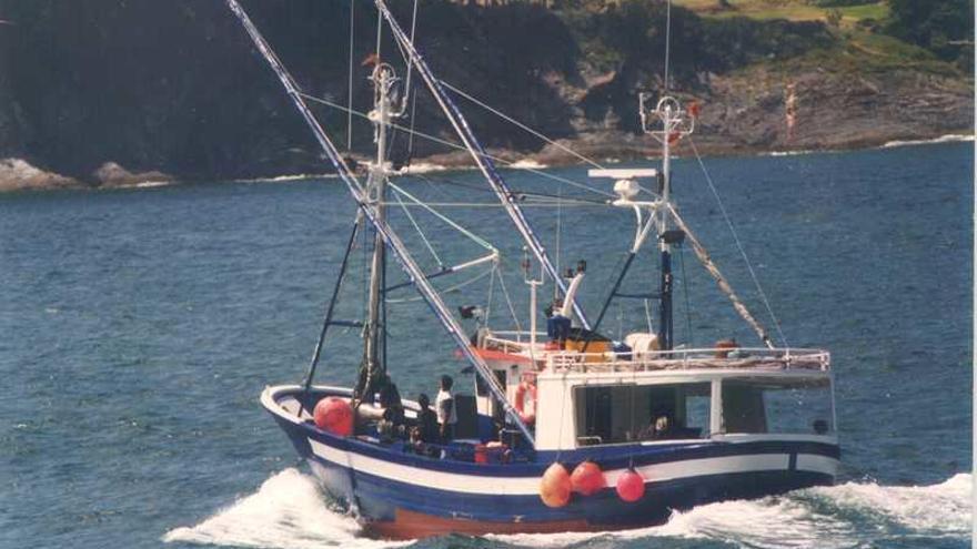 """Rescatada por un arrastrero la tripulación del """"Pico da Lebre"""", hundido al norte de Burela"""