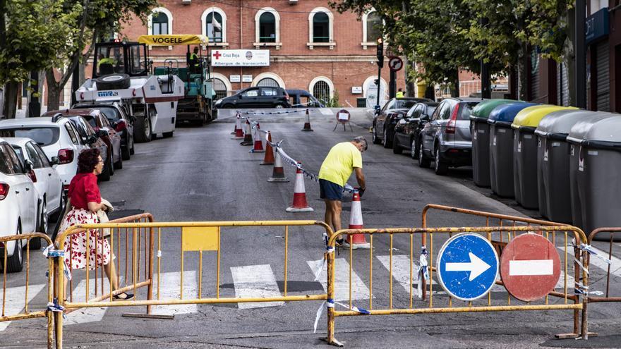 Las obras para adecuar el entorno de la estación de tren de Alcoy obligan a cortar la calle Primero de Mayo