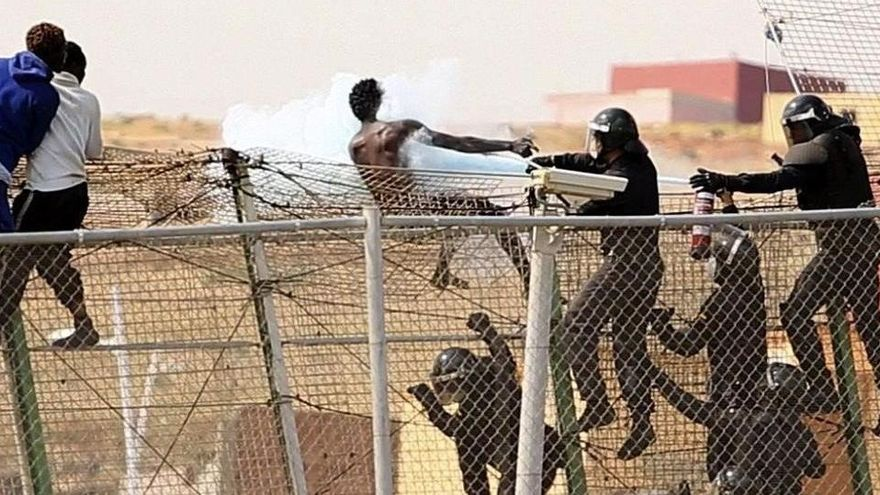 Mor un immigrant en el salt massiu de la tanca de Melilla