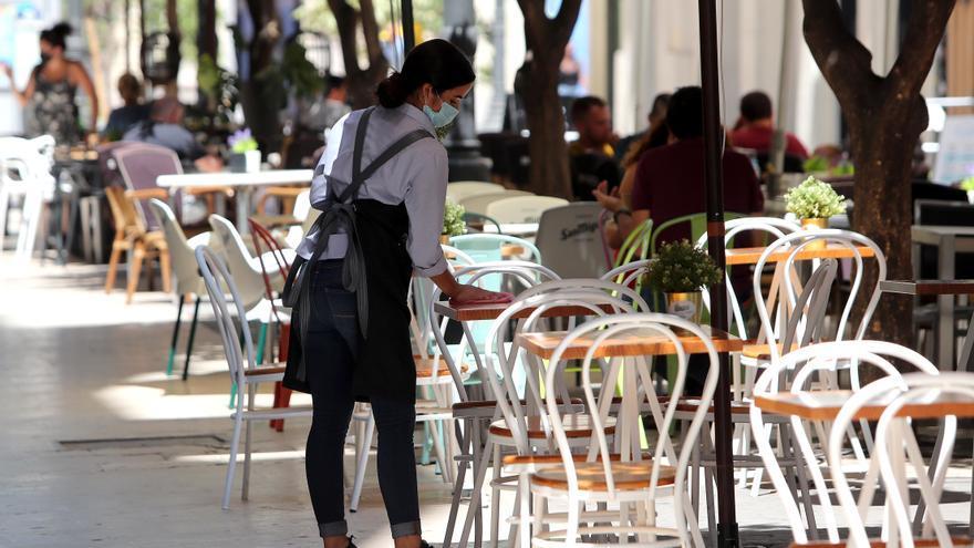Los hosteleros critican que las nuevas medidas suponen un cierre encubierto del sector