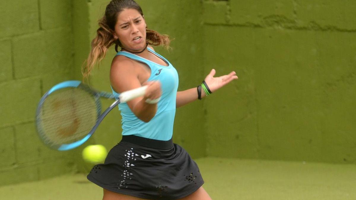 La tenista vilagarciana de la Academia Ferrer está haciendo historia en París.