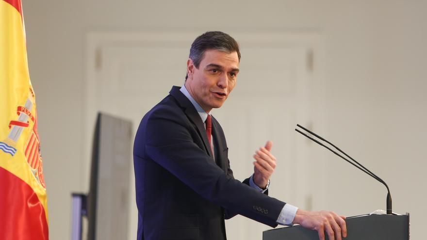 Sánchez negocia con Cs para echar al PP de Madrid y Castilla y León