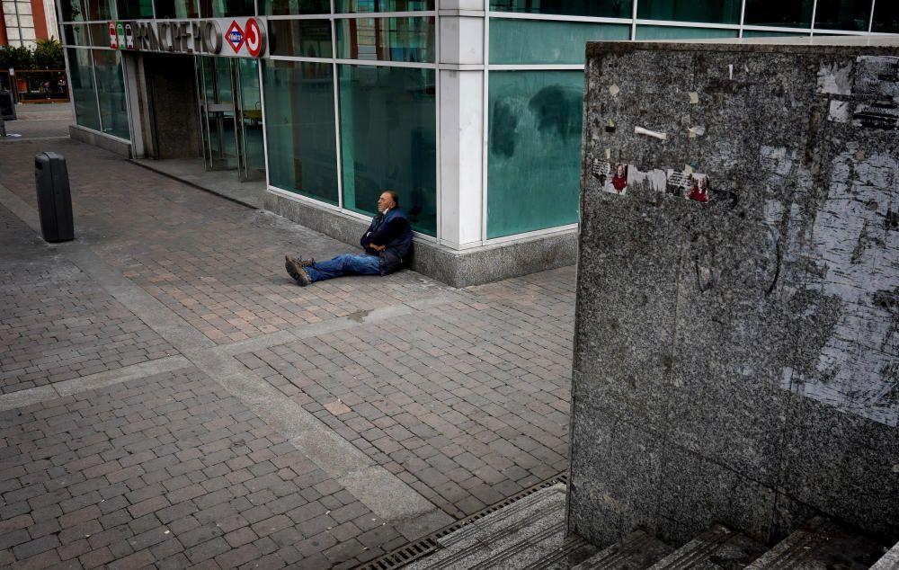 MADRID. 18.03.2020. CORONAVIRUS. Zona de Principe Pio, donde se suelen concentrar personas sin techo. FOTO: JOSE LUIS ROCA