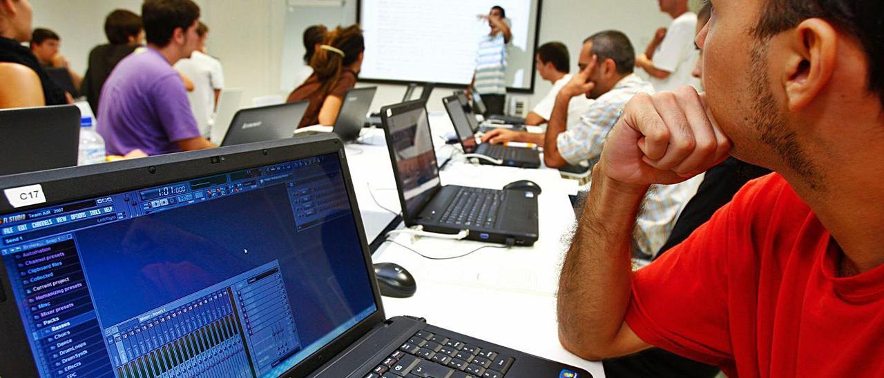 Jóvenes en una actividad de formación de la Fundación Mediterráneo.