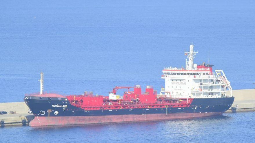 Trasladan a Cartagena un barco con tres trabajadores muertos por una avería