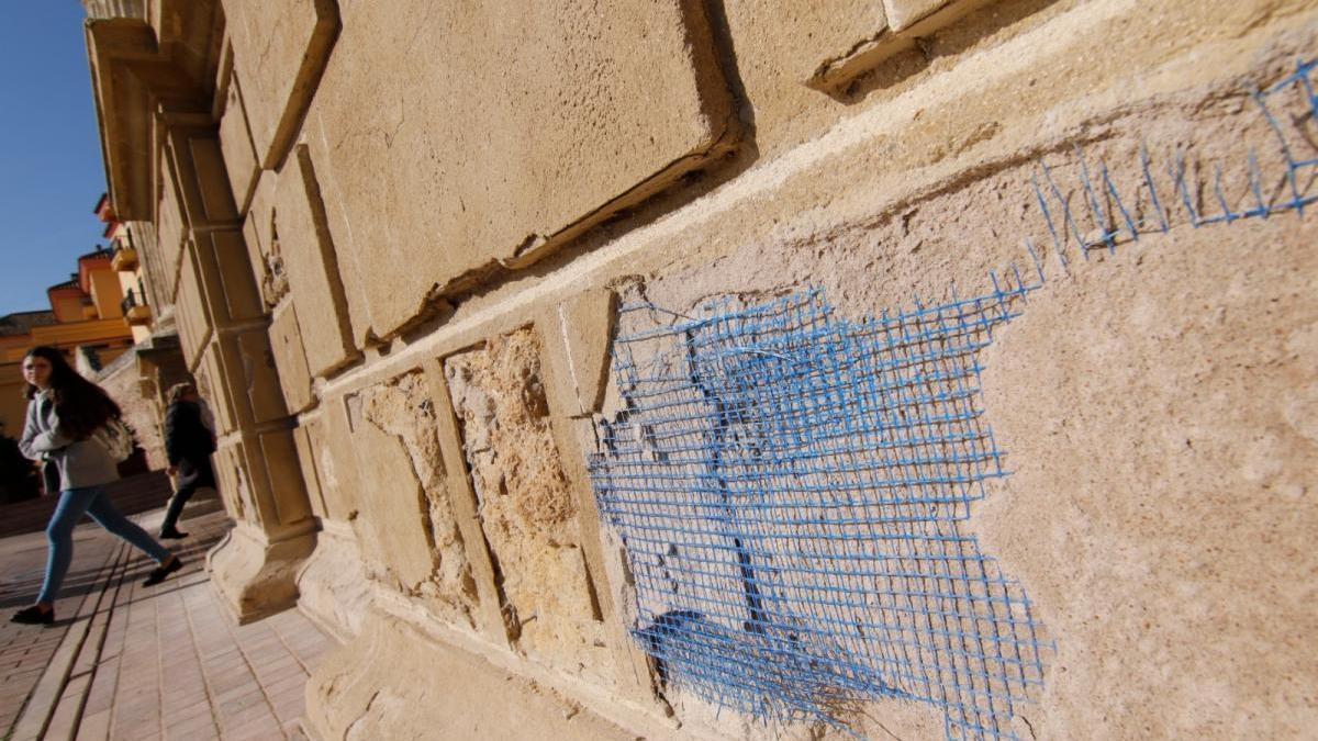 Urbanismo saca a concurso la restauración de la Puerta del Puente para frenar su deterioro
