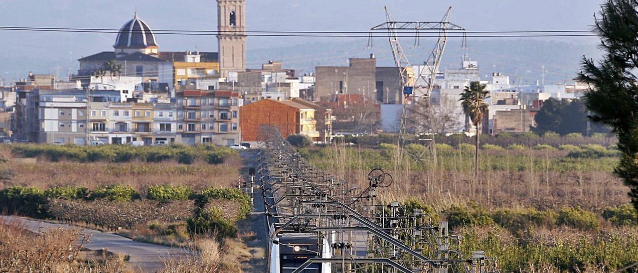 Línea 1 de metro que atraviesa la comarca, en una imagen de archivo.   VICENT M. PASTOR