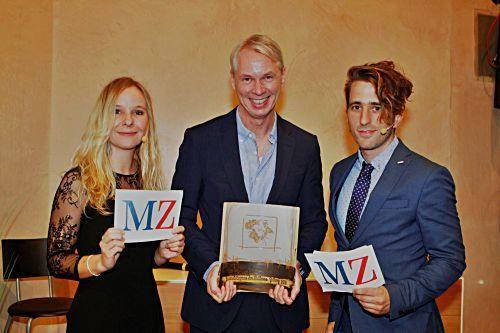 Preisträger Frank Rumpf mit den Moderatoren Patrick Schirmer Sastre und Sophie Mono.