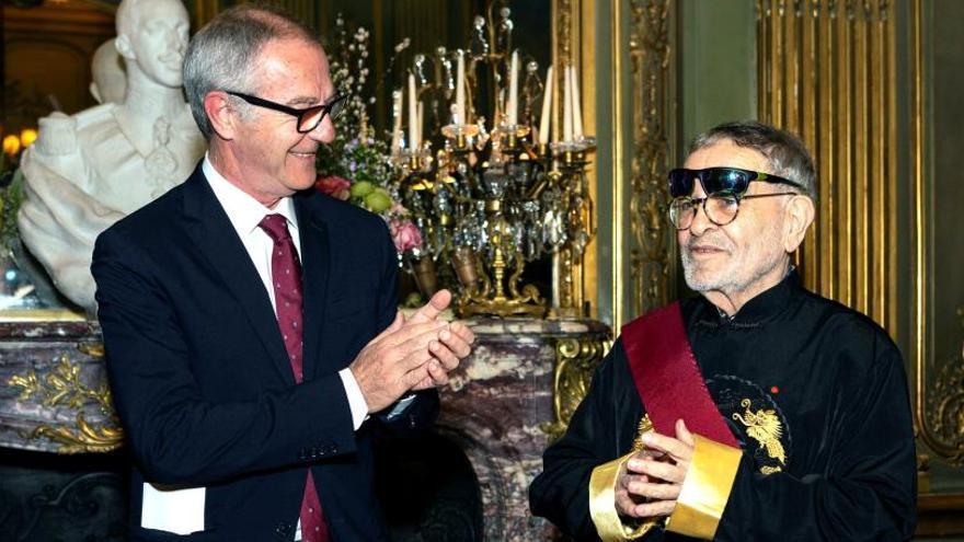 Fernando Arrabal recibe la Gran Cruz de Alfonso X el Sabio.