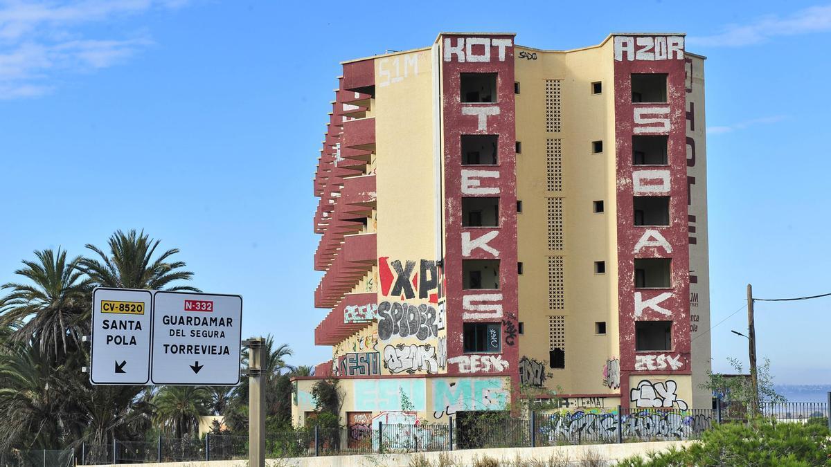 La fachada del hotel Rocas Blancas en el año 2019