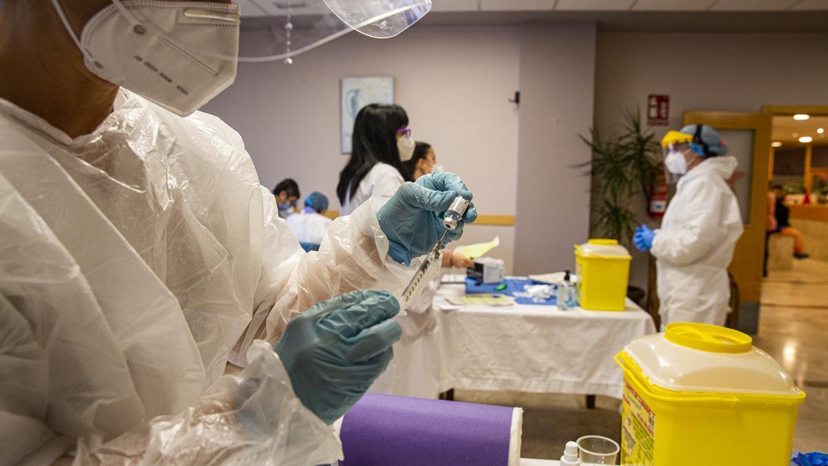 Vacunación en un geriátrico de Alicante