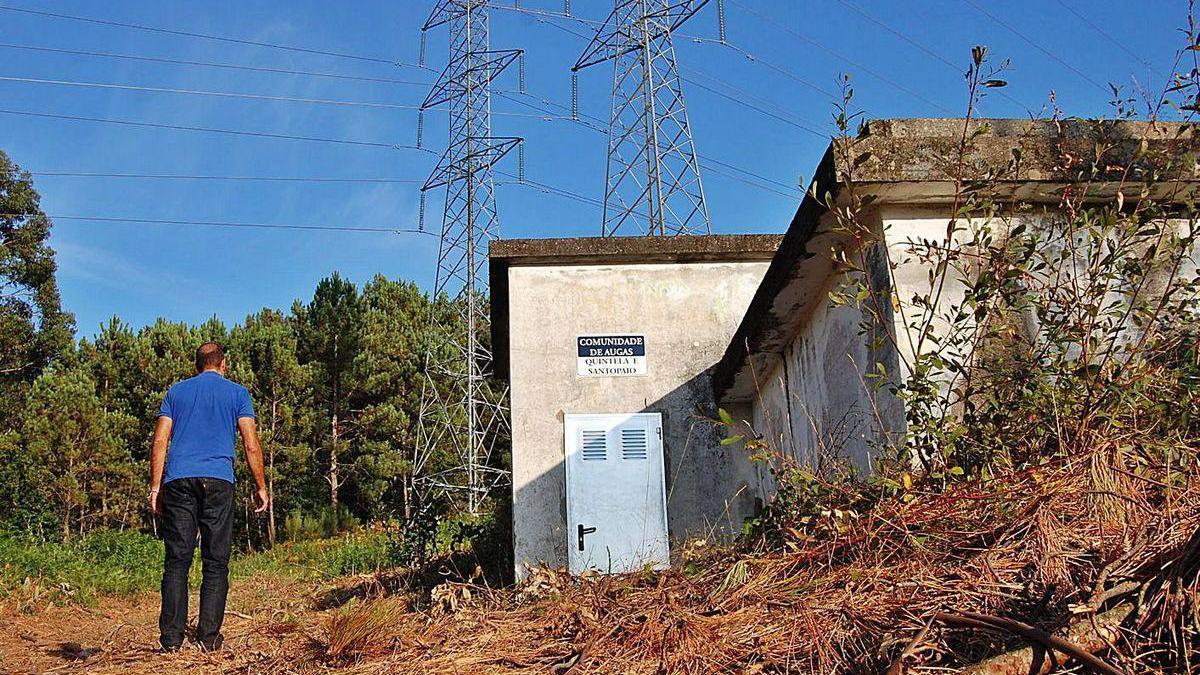 Instalaciones de la comunidad de aguas de Quintela, desde la que suministran a más 250 viviendas.