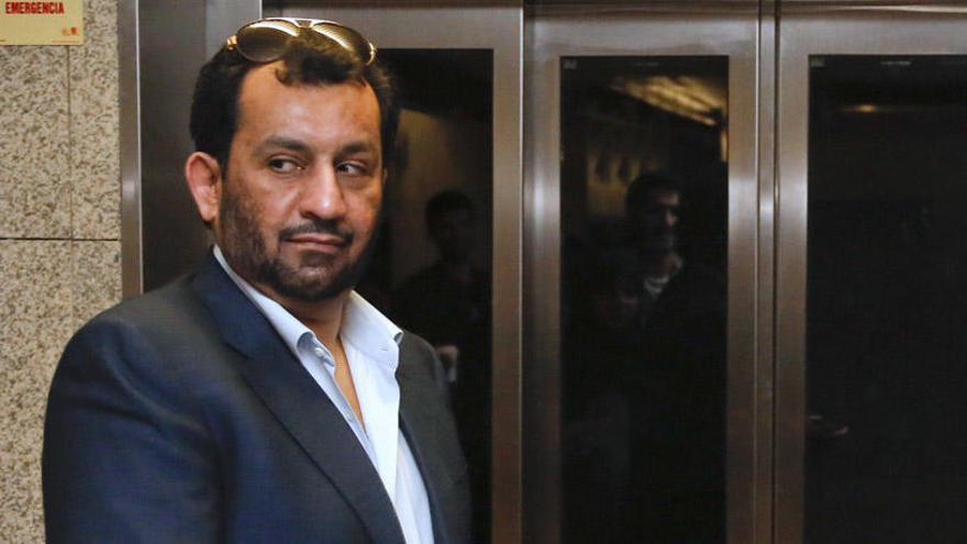 """Al Thani amenaza a Macron: """"Si no hay disculpa oficial para los musulmanes, soporta las consecuencias"""""""