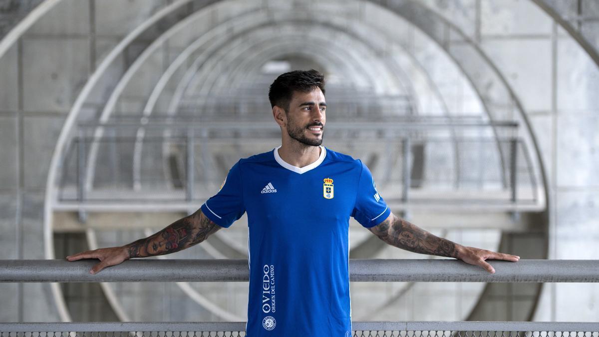 Presentación de la primera equipación del Real Oviedo