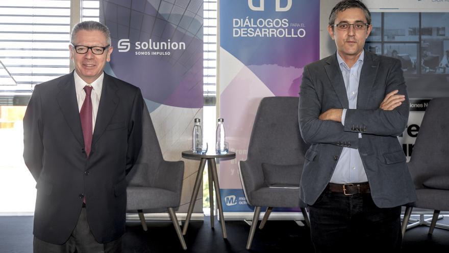 """Madina y Ruiz-Gallardón coinciden en la necesidad de """"repensar"""" el modelo turístico de Baleares"""