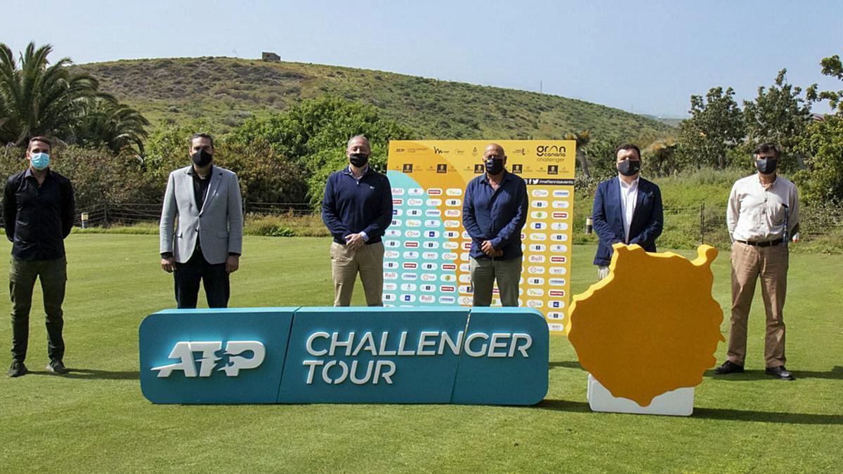 Foto de familia de la presentación de los torneos Gran Canaria Challenger de la ATP, ayer, en El Cortijo Club de Campo de Telde. | | MARTA MAGNI