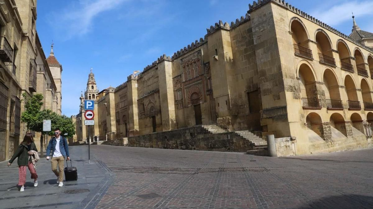 Entorno de la Mezquita-Catedral en marzo del 2020, tras la declaración del estado de alarma por el coronavirus.