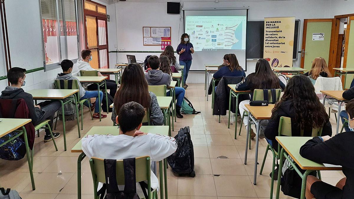 Un dels tallers realitzats  el curs passat en un centre educatiu.  levante-emv