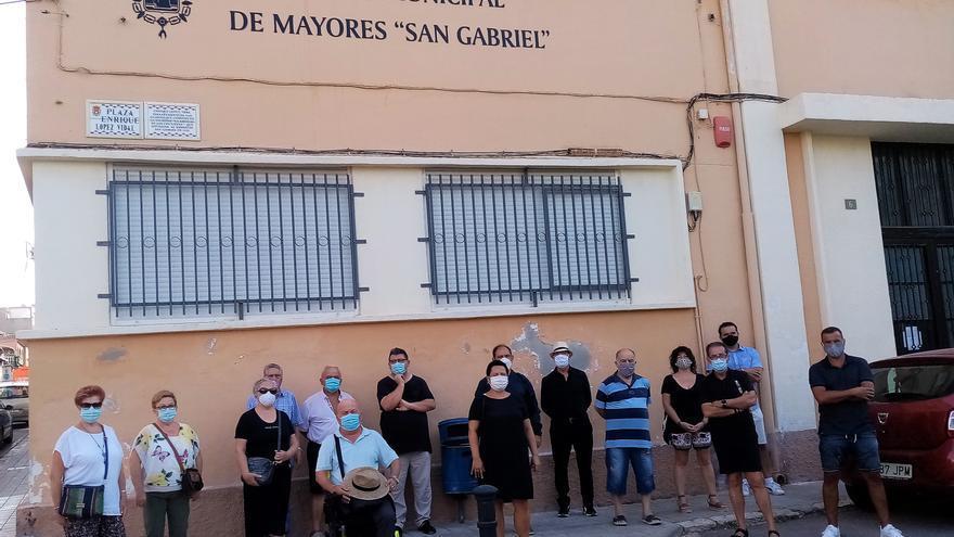 San Gabriel se manifiesta por el Centro Comunitario