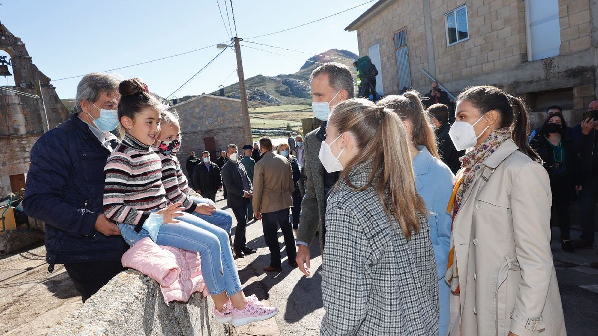 Pueblo Ejemplar 2021: La Familia Real visita Santa María del Puerto, en Somiedo