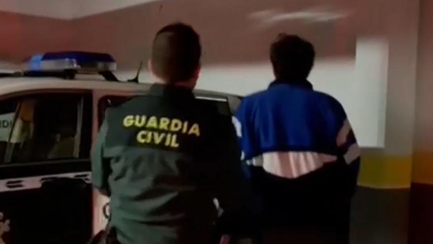 Tres detenidos por pegar una brutal paliza a un vecino de La Granda, Langreo, para robarle 350 euros