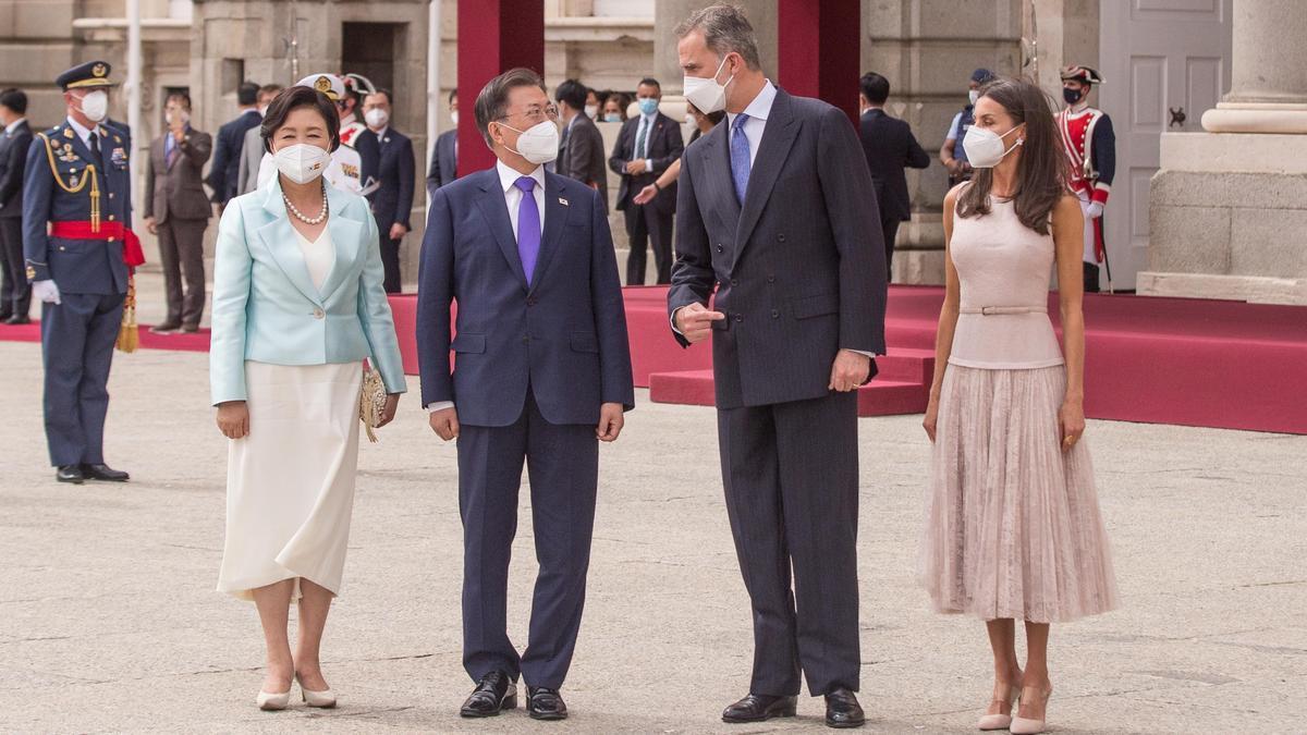 Los Reyes reciben al presidente de la República de Corea, Moon Jae-in, y su esposa, Kim Jung-sook.