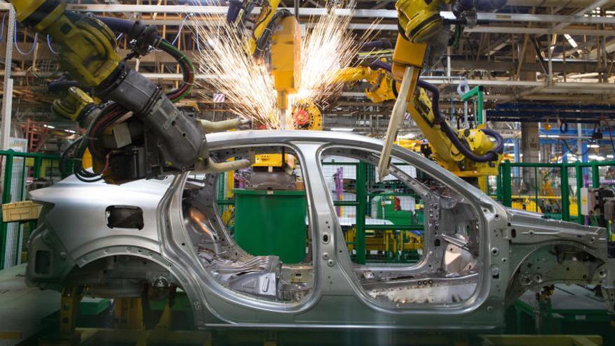 Nissan y Renault analizan el impacto de su fusión con FCA
