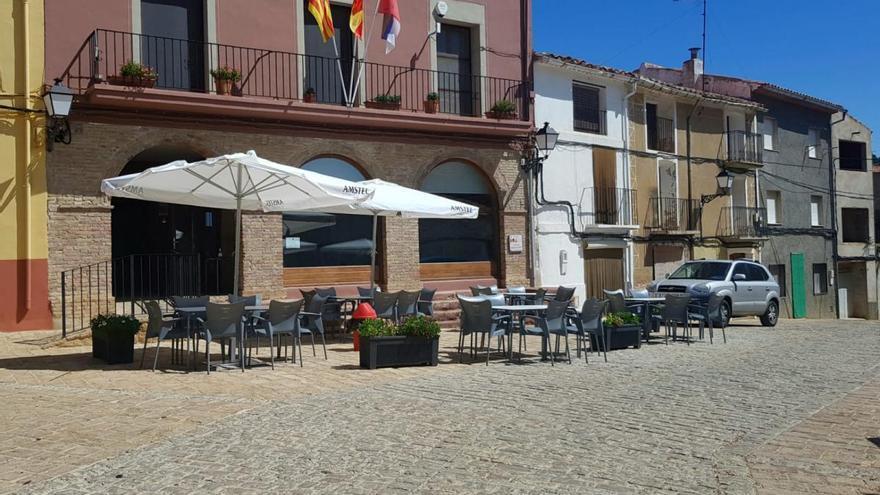 """Vuelve el """"centro de la vida"""" en la Serratella: no tenía bar desde octubre"""