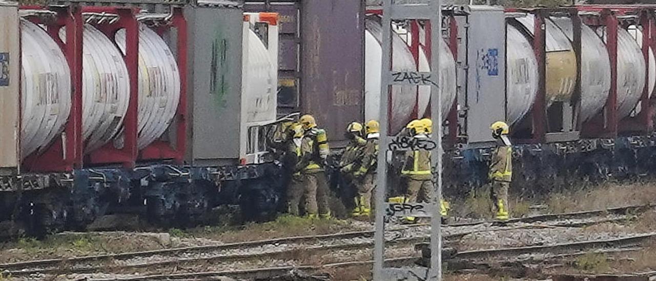 Petita fuita en un tren de mercaderies a Girona