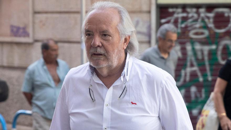 El juez prohíbe a Cursach salir de España y le impone 150.000 euros de fianza