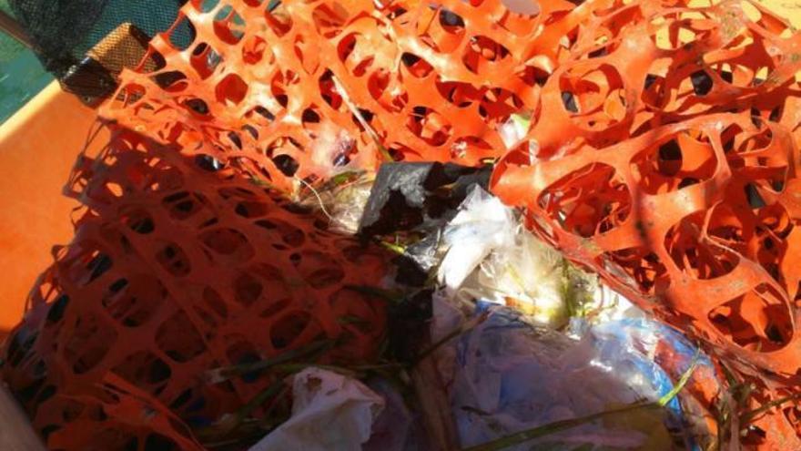Boote fischen im August 8,8 Tonnen Müll aus dem Meer vor Mallorca
