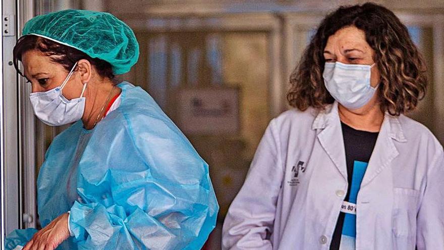 Personal sanitario en el servicio de Urgencias.    DAVID REVENGA