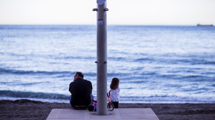 Málaga cierra las playas de madrugada