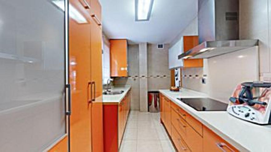 180.000 € Venta de ático en Alcantarilla 118 m2, 3 habitaciones, 2 baños, 1.525 €/m2, 3 Planta...