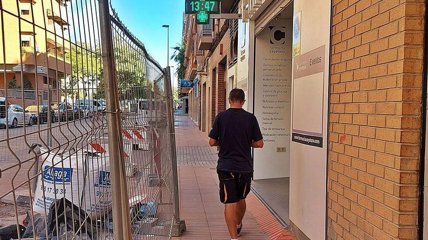 Indignación de comerciantes de la calle Pelayo de San Vicente al tener que rehacer tramos