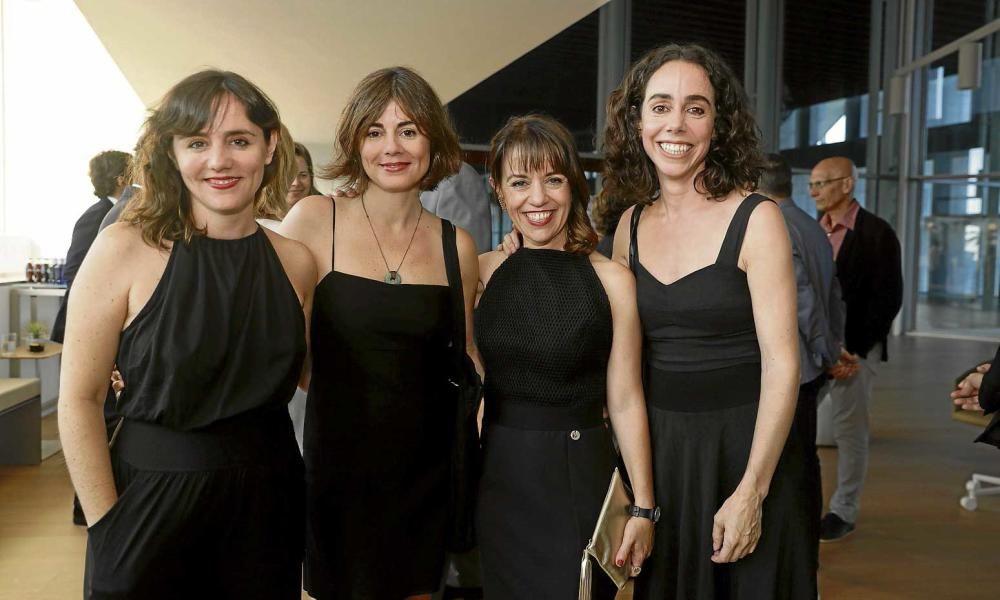 El negro fue el color elegido por Idoia Moll y Susana Moll, consejeras de Prensa Ibérica, Maria Ferrer, directora de Diario de Mallorca, y la diseñadora de moda Cortana, premiada en virtud de sus creaciones.