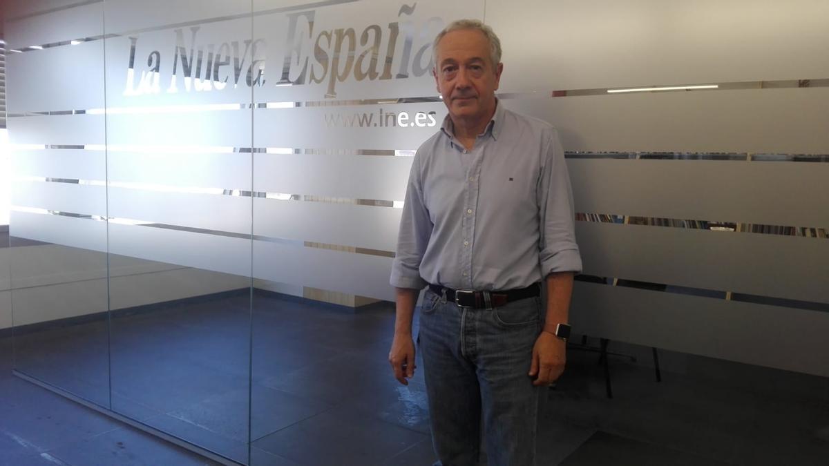 Antonio Bahamonde en la redacción de LA NUEVA ESPAÑA  de Gijón