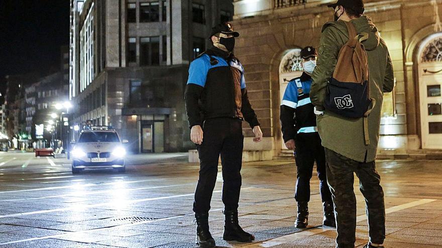 El toque de queda a las diez entra en vigor sin despliegues policiales especiales