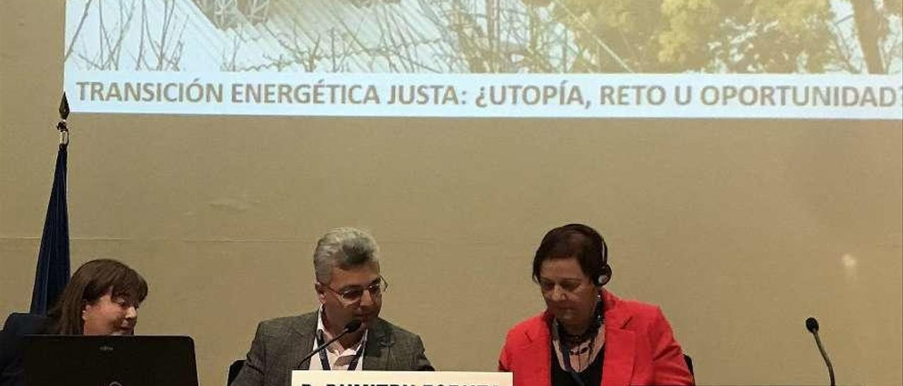 Ana Durán, Dumitru Fornea y Renata Eisenvortova, durante su ponencia.