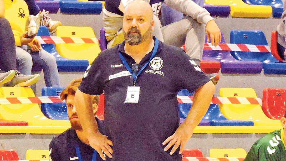 Lorenzo Ruiz, durante el partido que valió el ascenso ante el Balonmano Burgos.