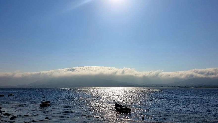 La niebla divide Galicia en dos