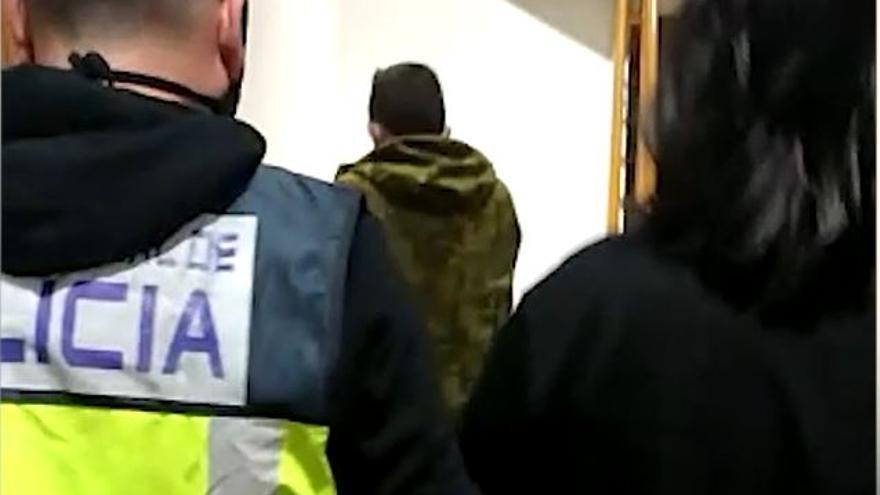 Detenidos dos hermanos por atracar con cuchillos tres farmacias y una tienda de ropa en la capital