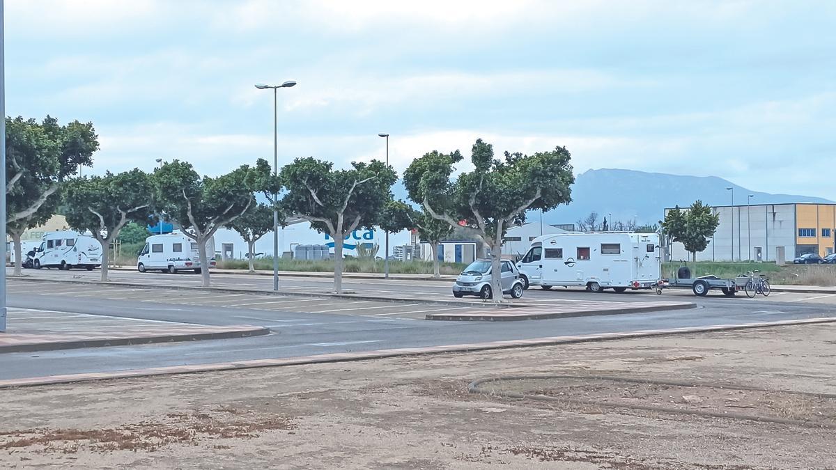 Caravanas estacionadas en Cullera