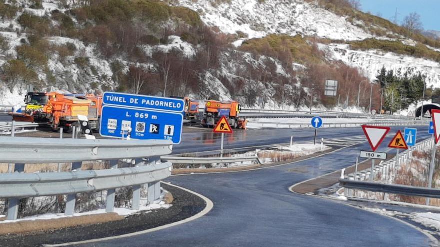 Nieve en Sanabria: las máquinas de conservación trabajan a destajo en Padornelo