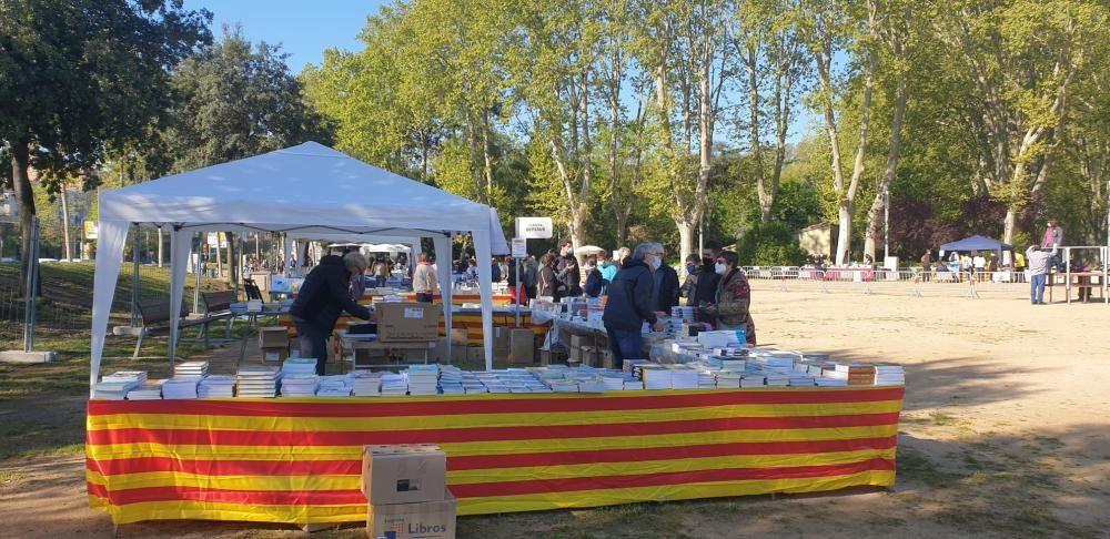 Parades de llibres i roses a la Copa de Girona