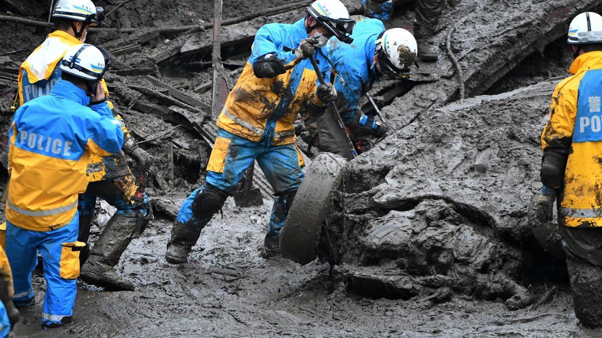 Trabajos de rescate en Japón.