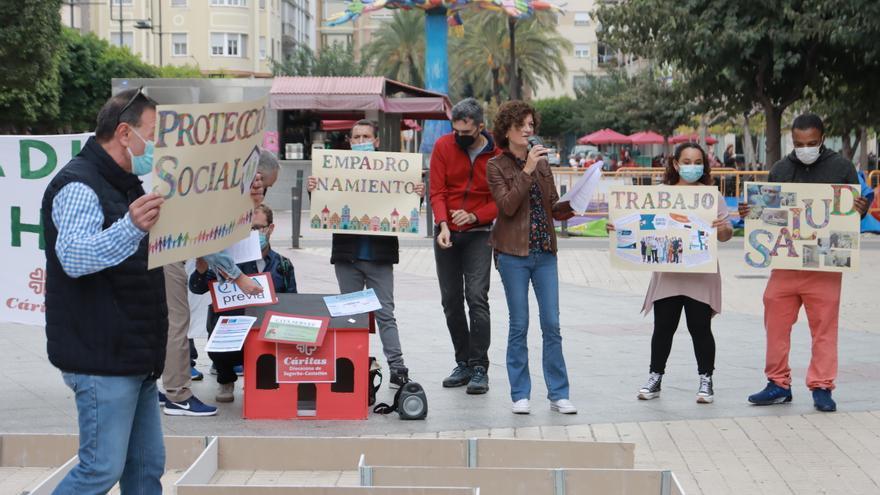 Acto de reivindicación en la plaza Huerto Sogueros de los derechos de las personas sin hogar