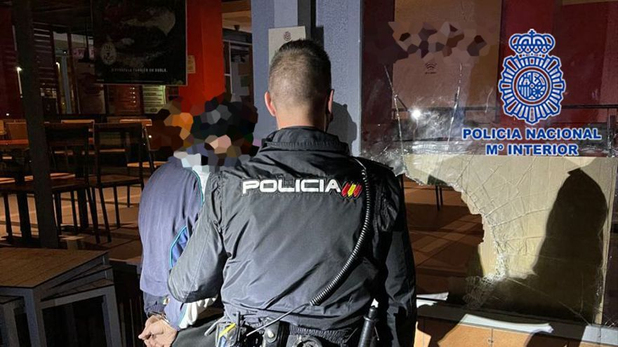 Detenido por robo con fuerza en un establecimiento de comida rápida de Atalayas