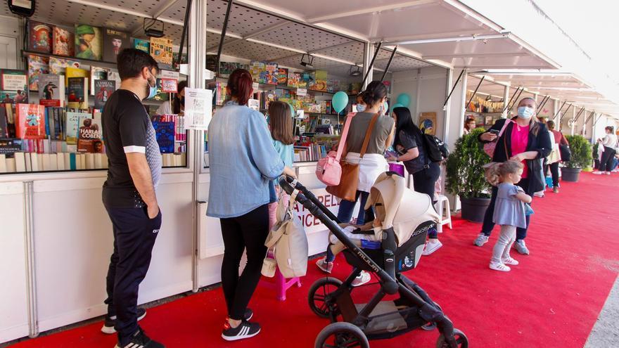 Atrasan media hora la programación de la Feria del Libro